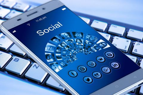 Display of social media choices on smartphone
