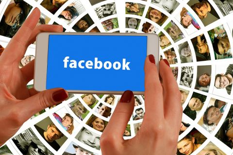 Hands holding phone with Facebook logo - CC0 Creative Commons via Pixabay - geralt